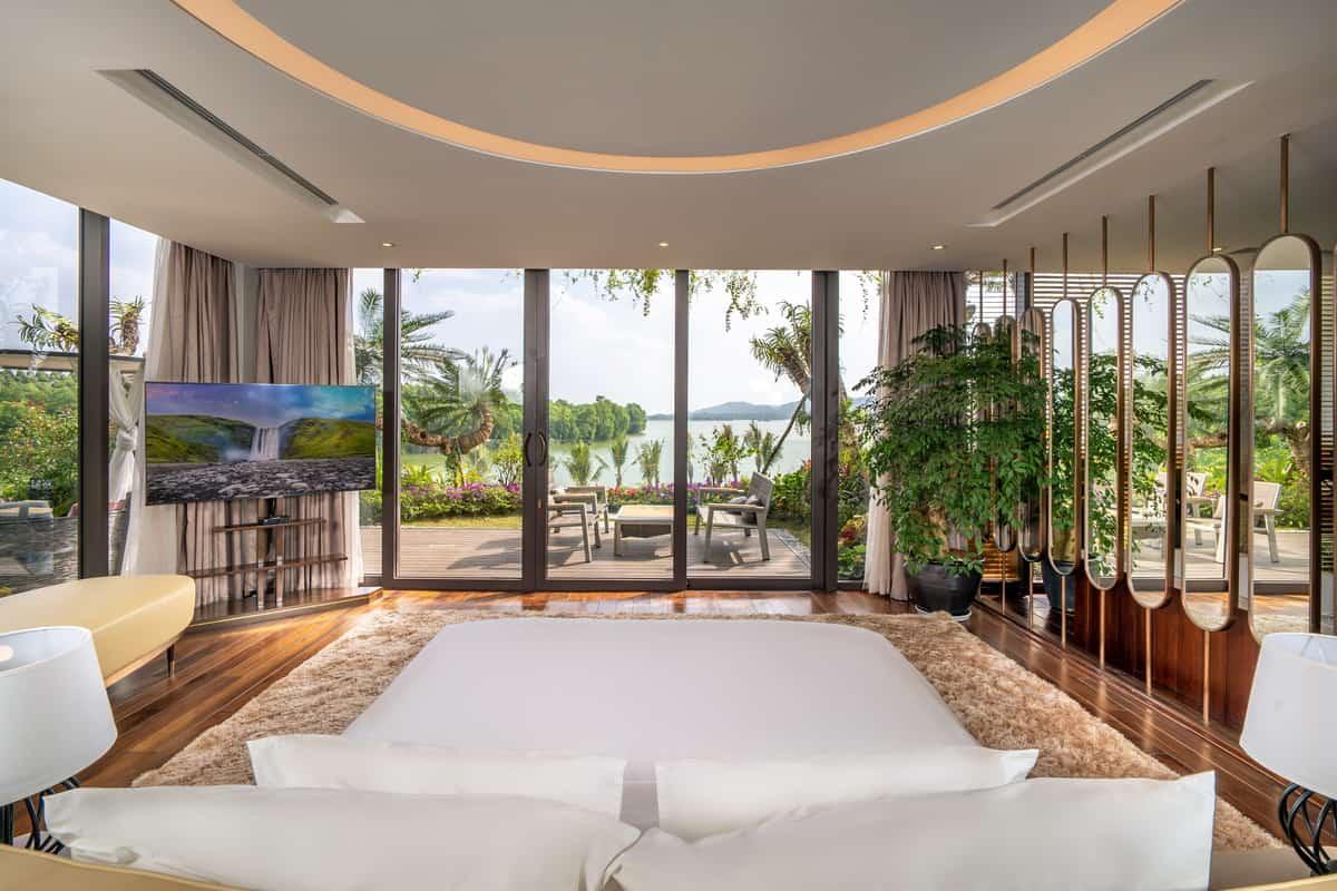 Phòng ngủ với view nhìn khung cảnh nước non