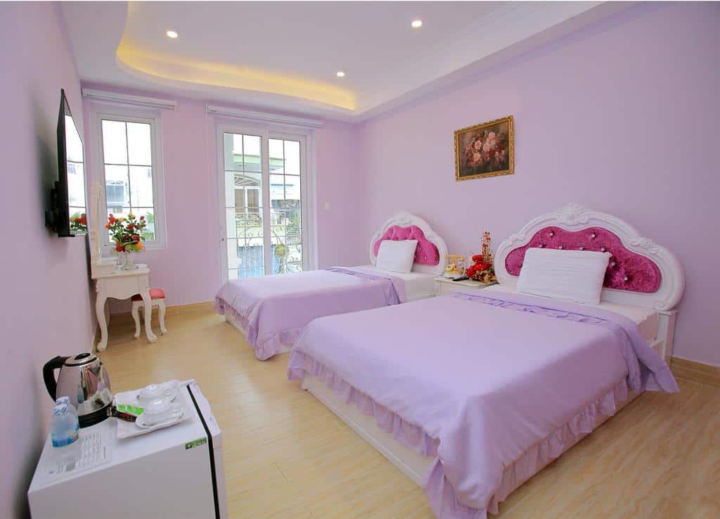 Phòng nghỉ với gam màu tím mộng mơ, ngọt ngào phù hợp với rất được lòng du khách