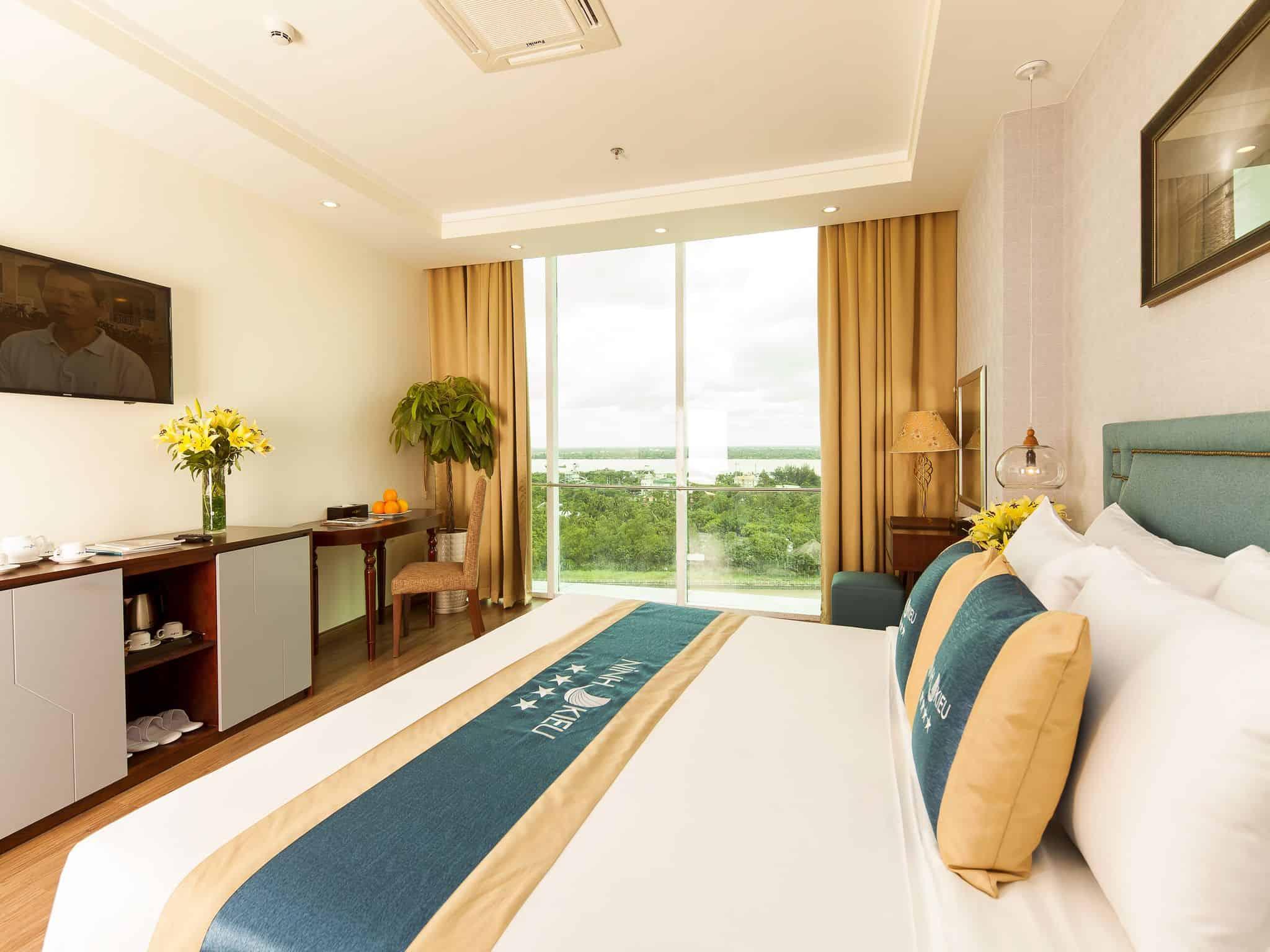 Cửa sổ rộng giúp phòng nghỉ luôn thoáng sáng