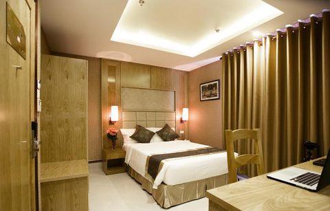 Phòng Superior Single có nội thất đơn giản, hiện đại