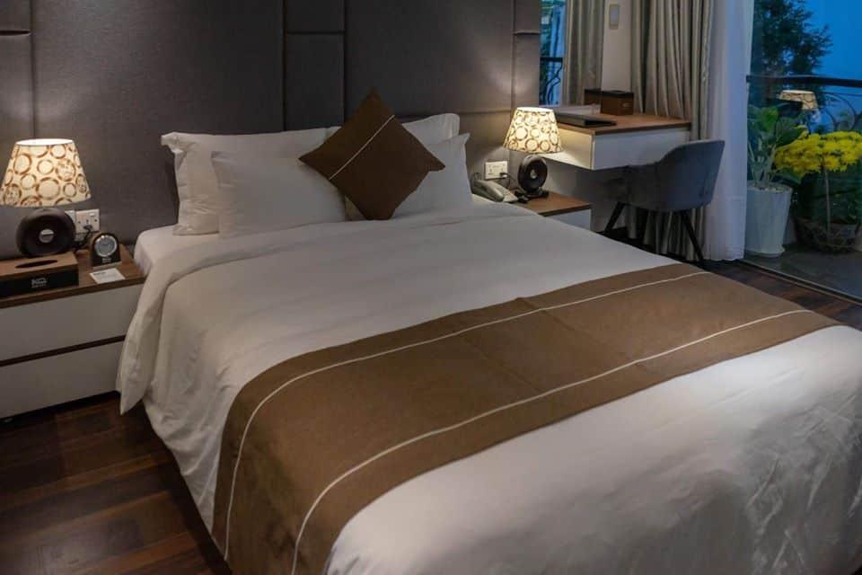 Tông màu nâu sang trọng và ấm cúng của phòng nghỉ