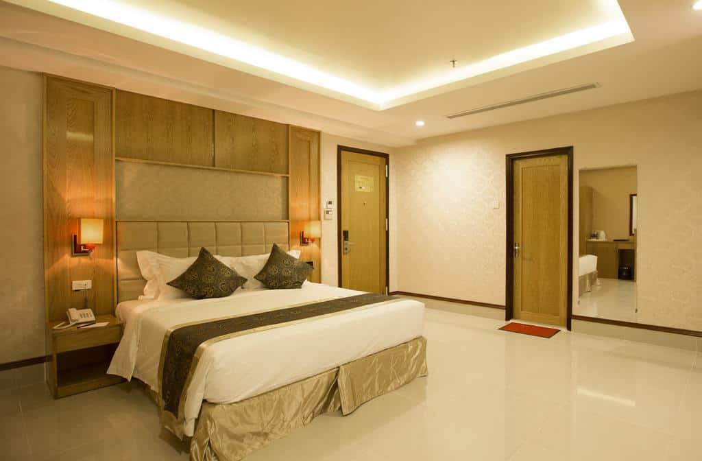 Phòng nghỉ Junior Suite tiện nghi tạo cảm giác ấm áp, thân thiện cho du khách