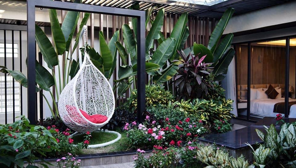Khu vườn xanh tươi và nên thơ ngay bên trong khách sạn