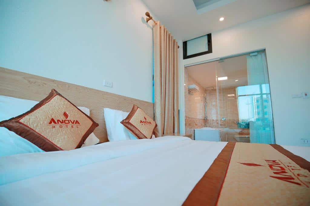 Phòng ngủ sang trọng, thoáng mát của Anova Airport Hotel