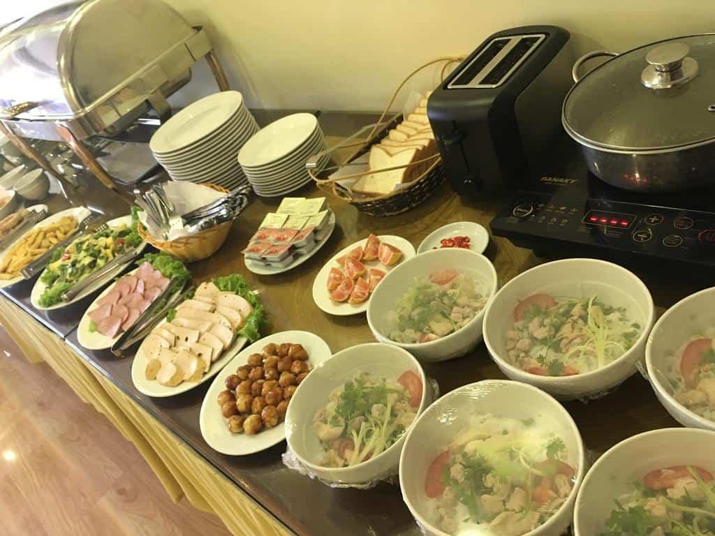 Bữa sáng phục vụ ở HAAP Viet Travel Hotel