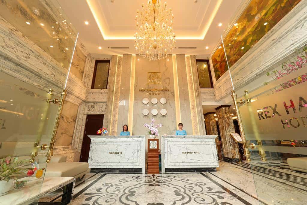 Không gian đầy sang trọng ngay từ khi sảnh của Rex Hanoi Hotel