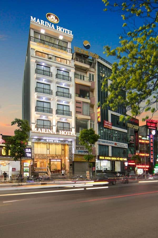 Khách sạn Marina Hotel khi nhìn từ bên ngoài