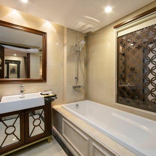 Phòng tắm với các họa tiết tân cổ điển