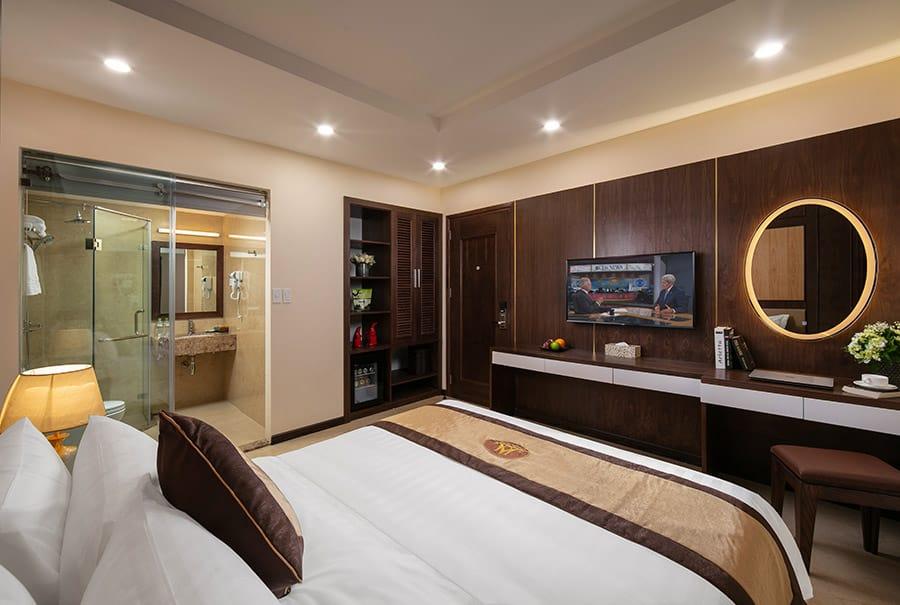 Phòng Standard với tông màu ấm áp, thiết kế sang trọng và thanh lịch
