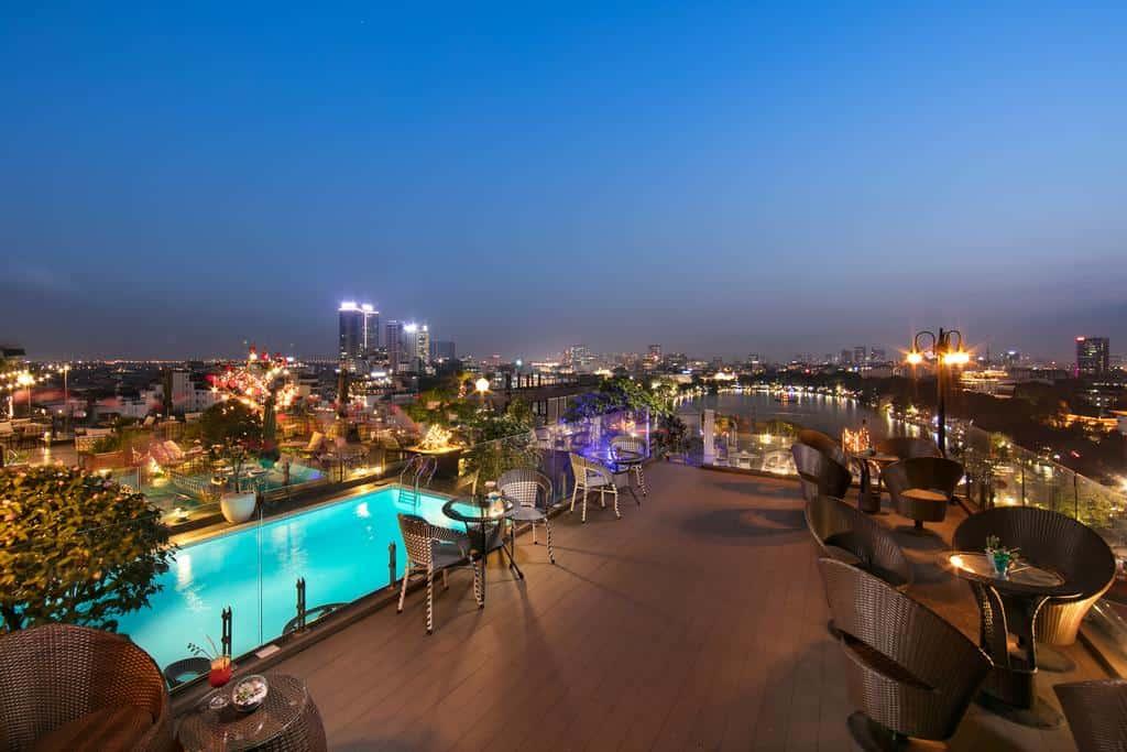 Không gian nhà hàng – quầy bar ngay sân thượng sẽ đem đến trải nghiệm ấn tượng cho du khách