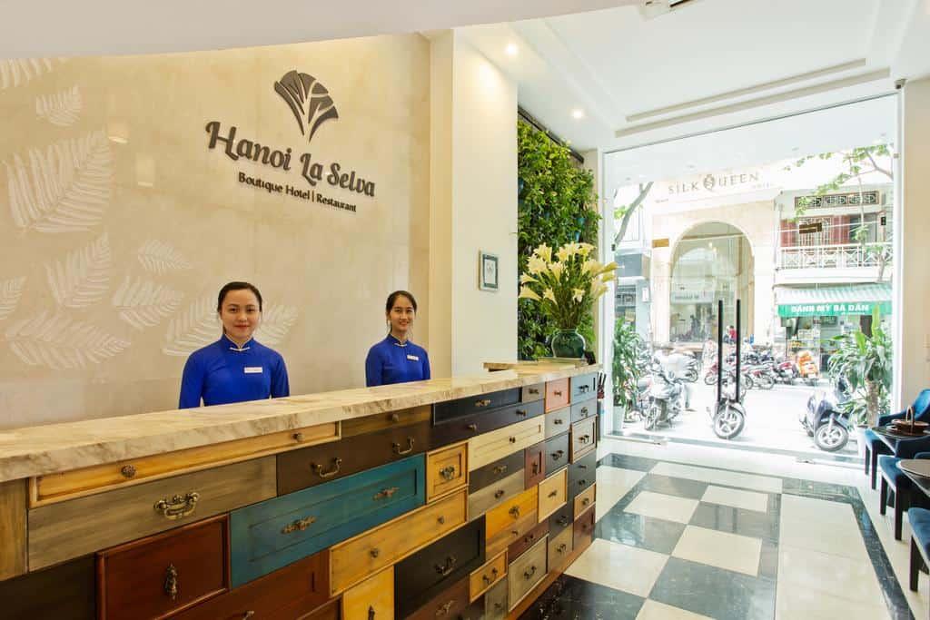 Thiết kế hiện đại kết hợp với nội thất truyền thống ấn tượng của Hanoi La Selva Hotel.
