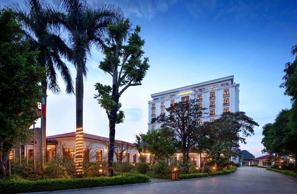 Khách sạn Ninh Bình Hidden Charm khi nhìn từ bên ngoài