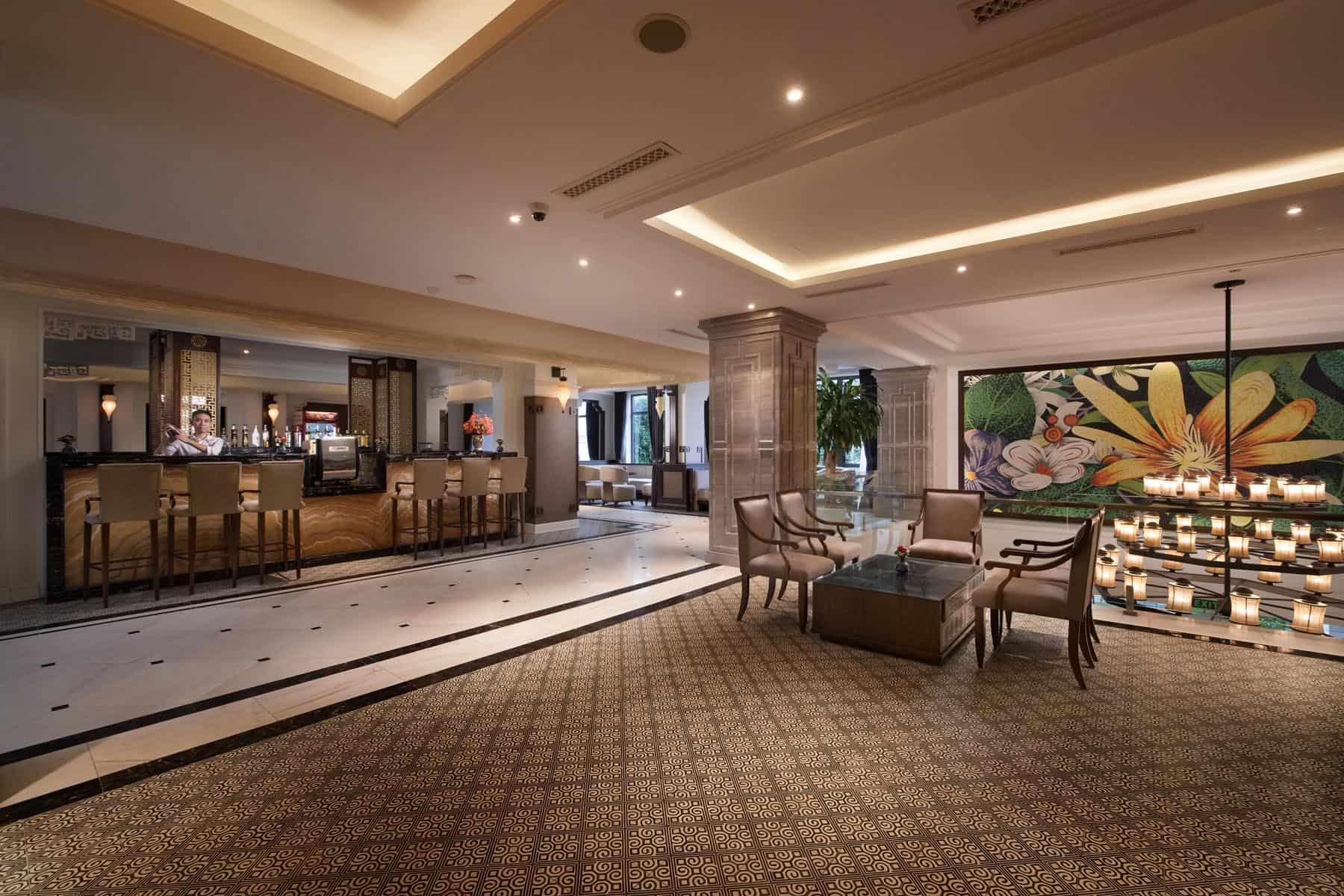 Không gian riêng tư đầy trang nhã của The Lantern Lounge thích hợp cho những buổi trò chuyện của du khách