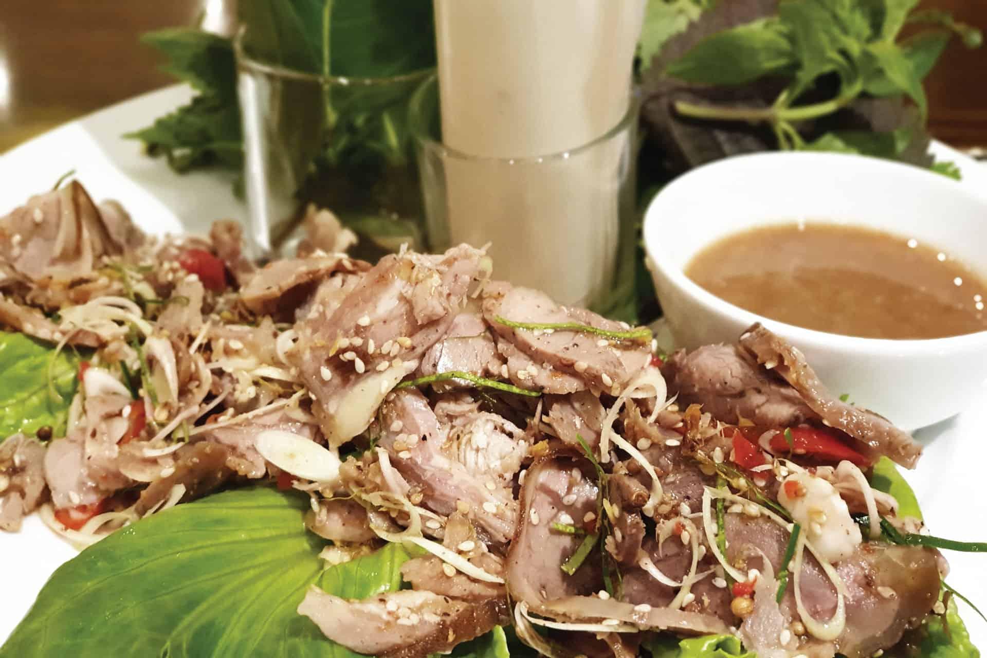 Món dê tái chanh đặc sắc được nhiều du khách yêu thích tại Golden Rice