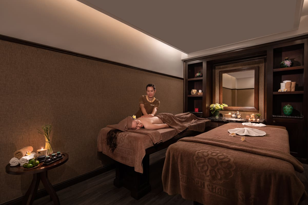 Spa có đặc trưng là những mùi hương tinh dầu tự nhiên sẽ khiến mọi giác quan của du khách được thư giãn