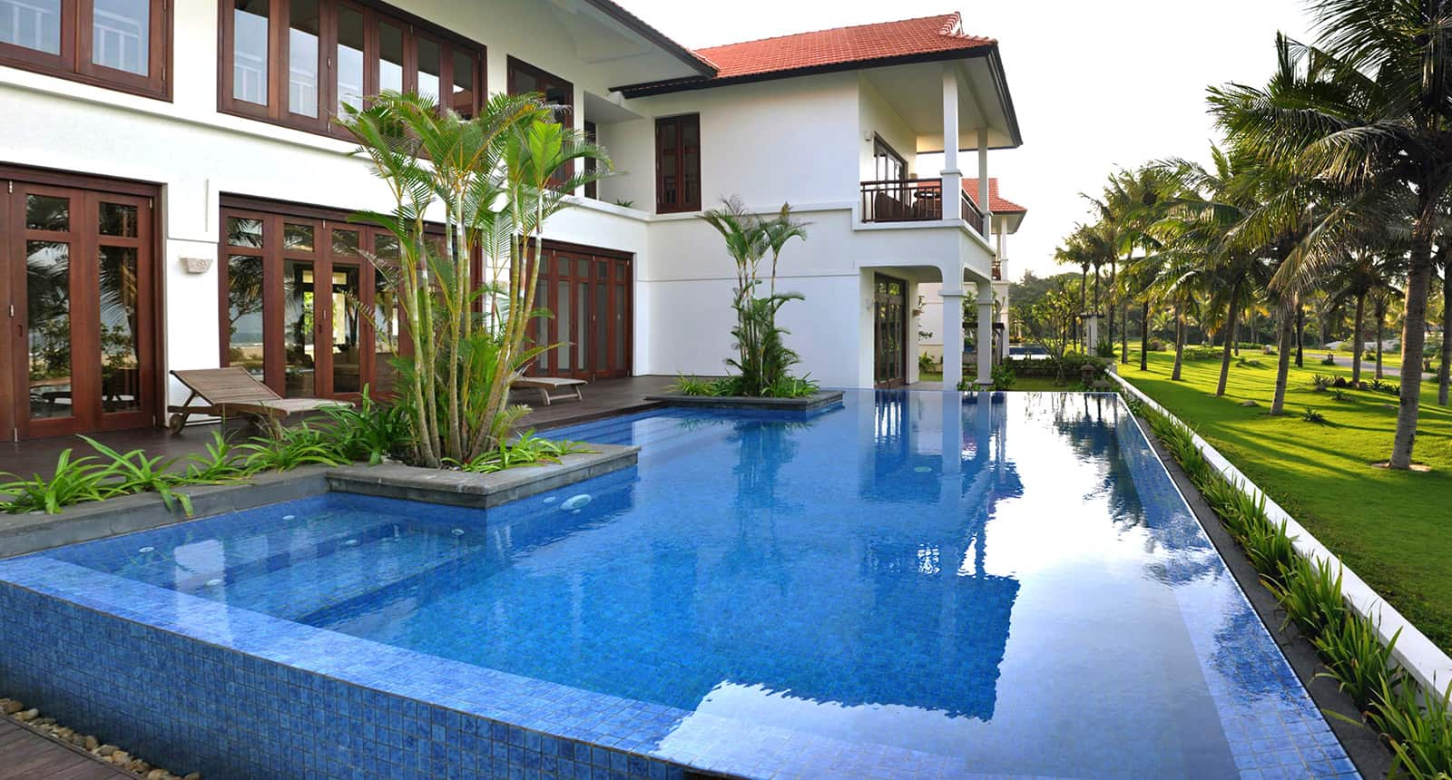 Mỗi căn đều có hồ bơi riêng
