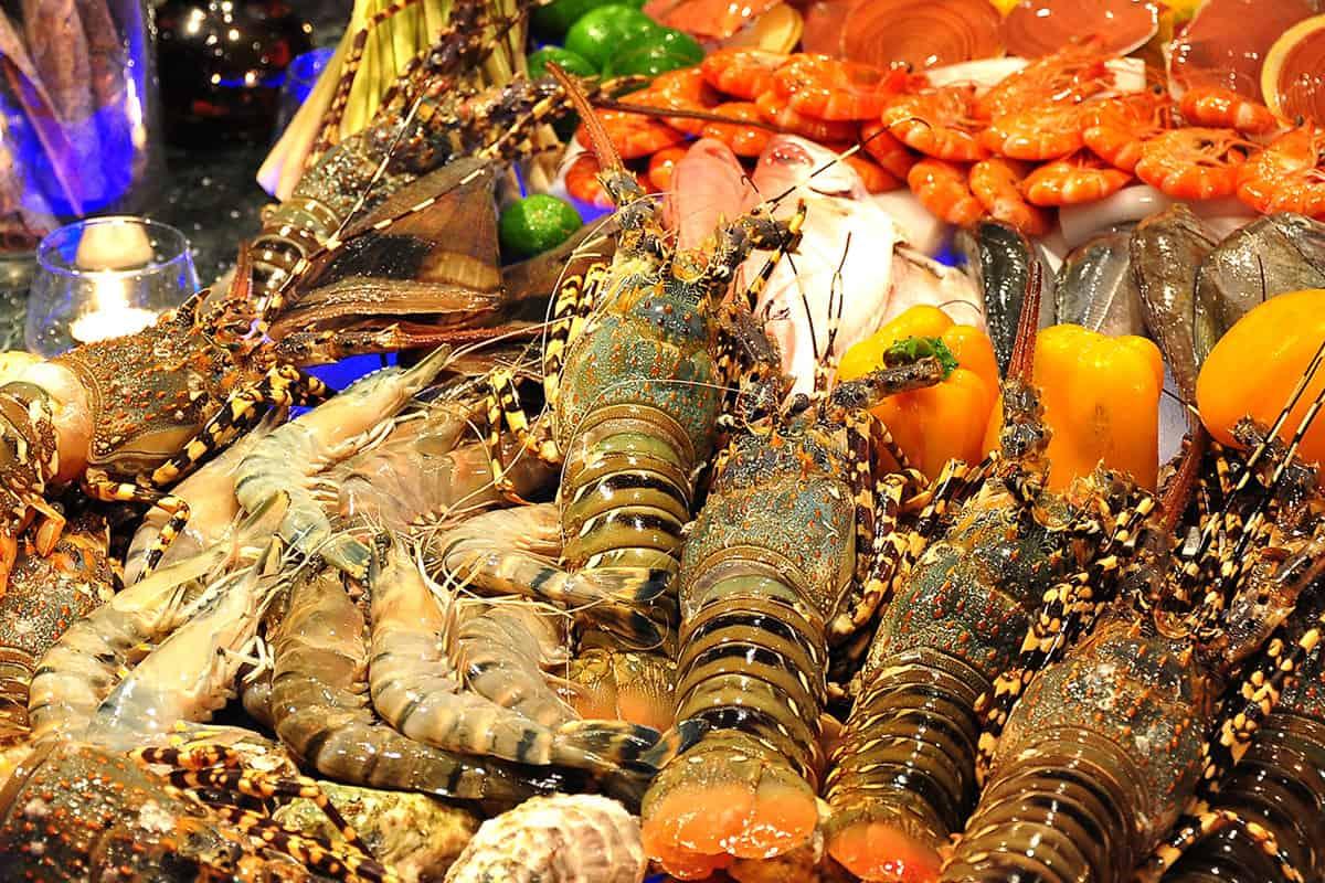 Du khách tha hồ lựa chọn với vô số loại hải sản tươi ngon khác nhau tại nhà hàng Café Indochine