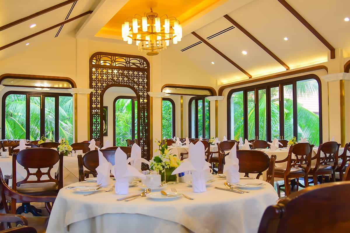 Không gian nhà hàng được thiết kế thuần Việt