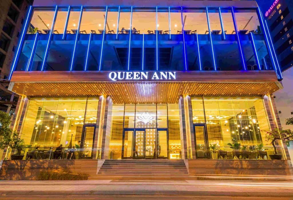 Khách sạn Queen Ann Nha Trang lung linh khi màn đêm buông xuống