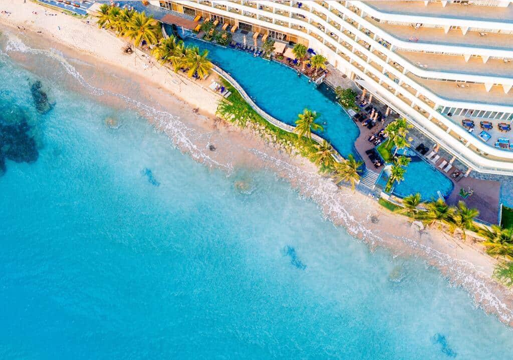 Sở hữu bãi biển dài tuyệt đẹp là một trong những điểm cộng lớn cho Seashells Hotel & Spa Phú Quốc