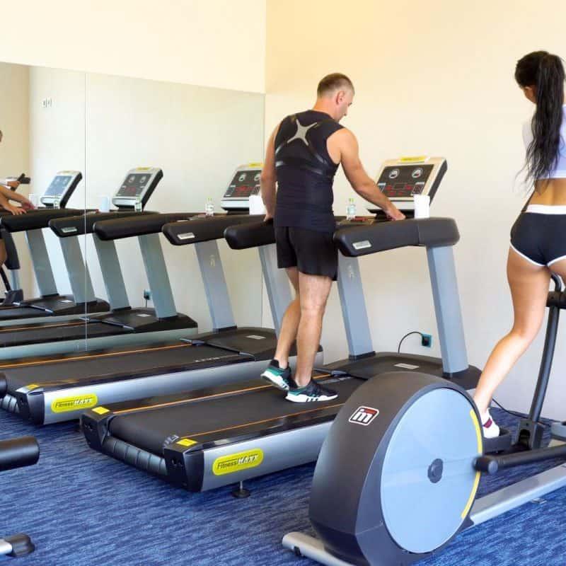 Phòng tập Gym được trang bị đầy đủ thiết bị.