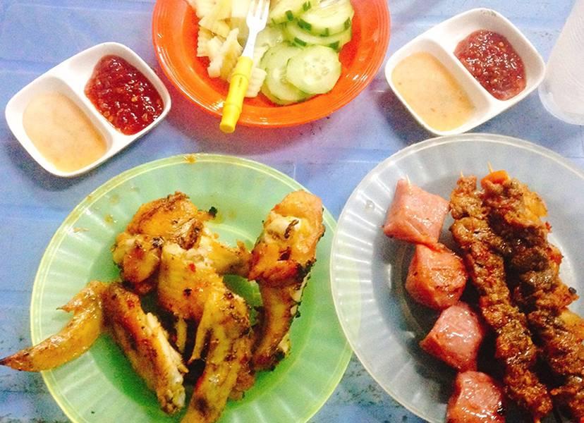 Dễ dàng thưởng thức những món ăn vặt ngon miệng ở chợ đêm - Nguồn ảnh: Internet