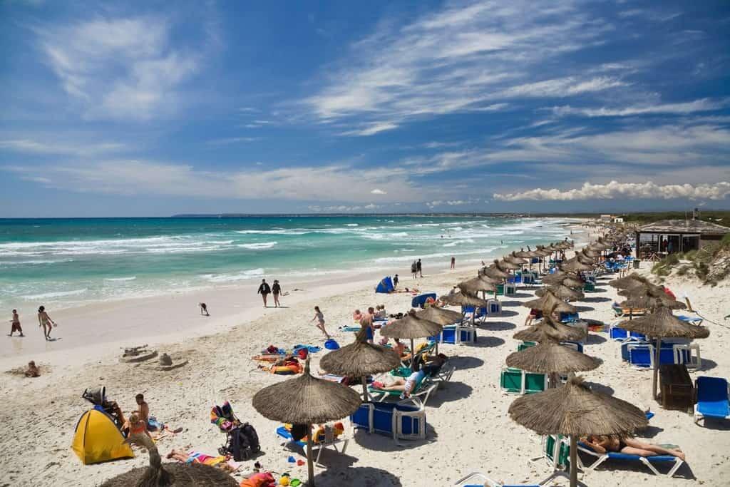 """Những bãi biển """"tắm không mặc quần áo"""" độc lạ trên thế giới"""