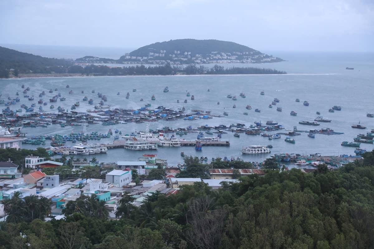 Tàu thuyền Phú Quốc trong mùa mưa. Hình: vnexpress