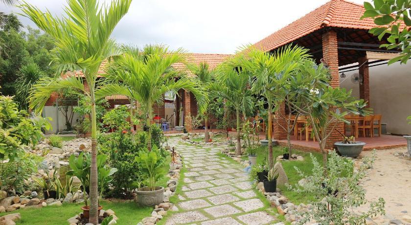Khu vườn nhỏ xinh đẹp trong khuôn viên Mỹ Ca Hotel