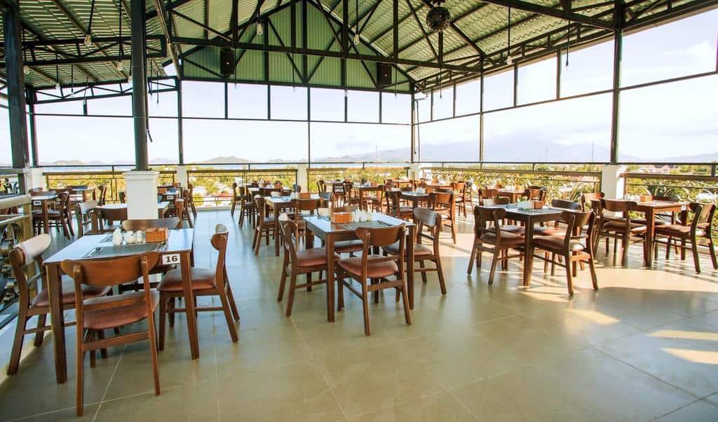 Nhà hàng trên cao của Thái Bình Cam Ranh hotel
