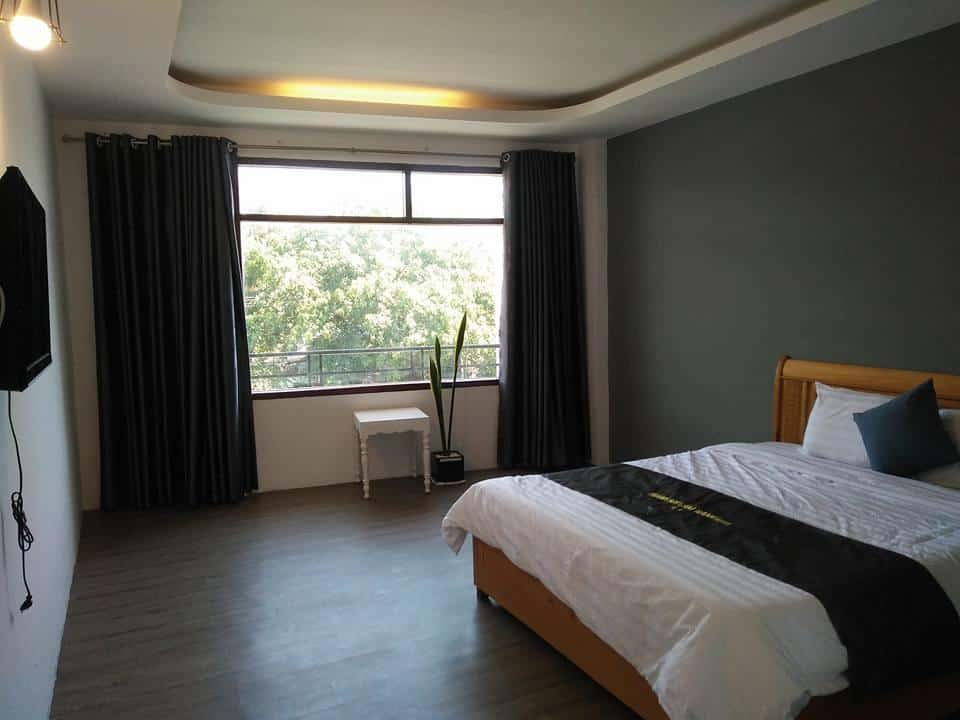 Phòng ngủ có cửa sổ rộng tối đa ánh sáng tự nhiên