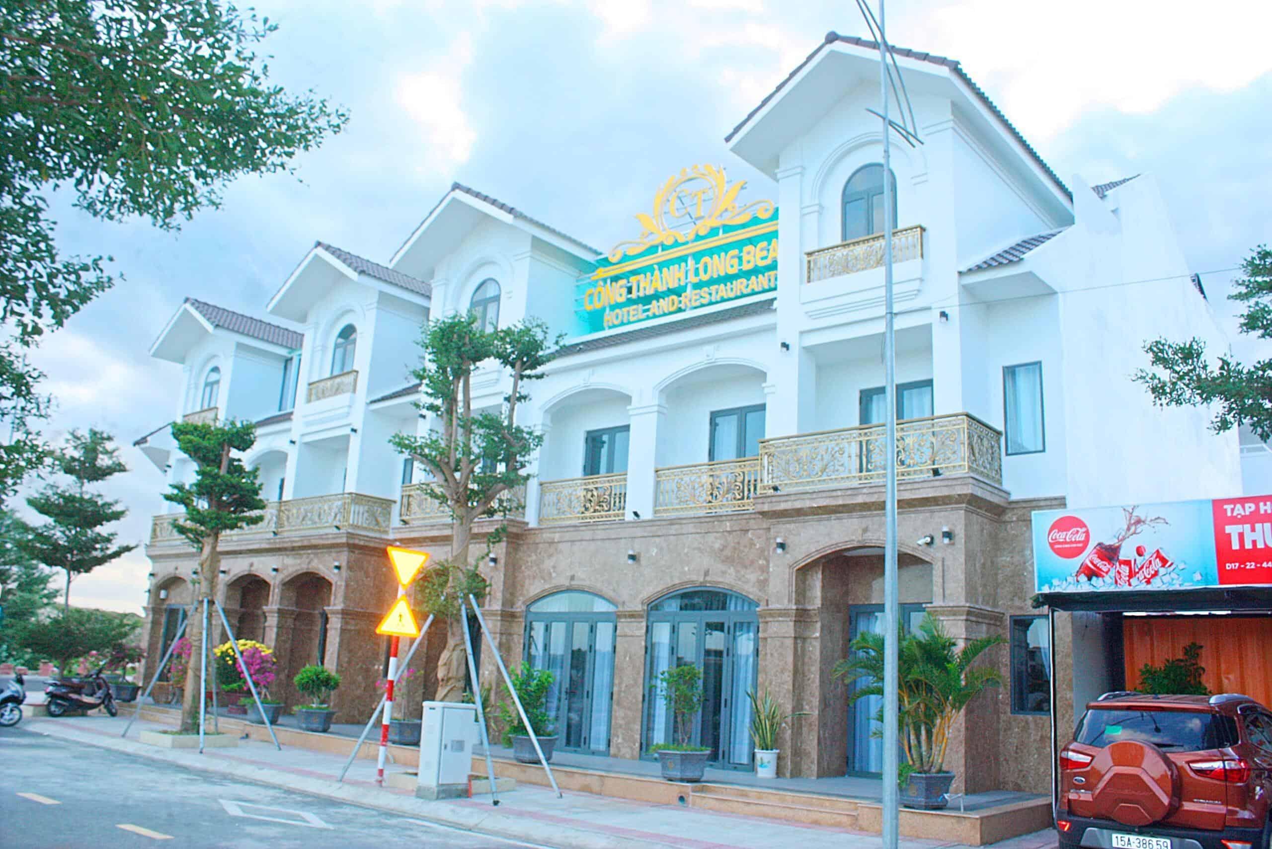 Khách sạn có thiết kế hiện đại, sang trọng