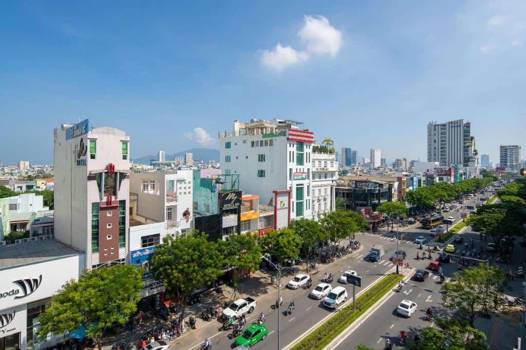 View thành phố nhìn từ khách sạn Lotus Rock