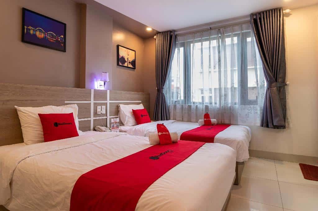 Thiết kế phòng deluxe với giường đôi của Thanh Nhàn Hotel