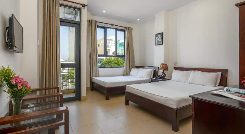 Phòng ngủ đầy đủ tiện nghi của Lotus Rock Hotel