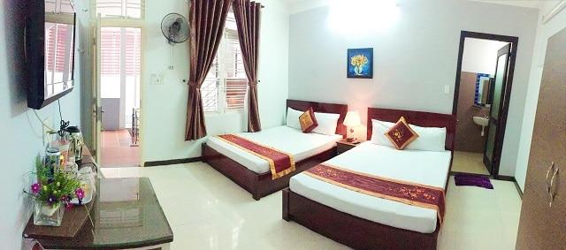 Khách sạn cung cấp phòng nghỉ thoáng mát, sạch sẽ