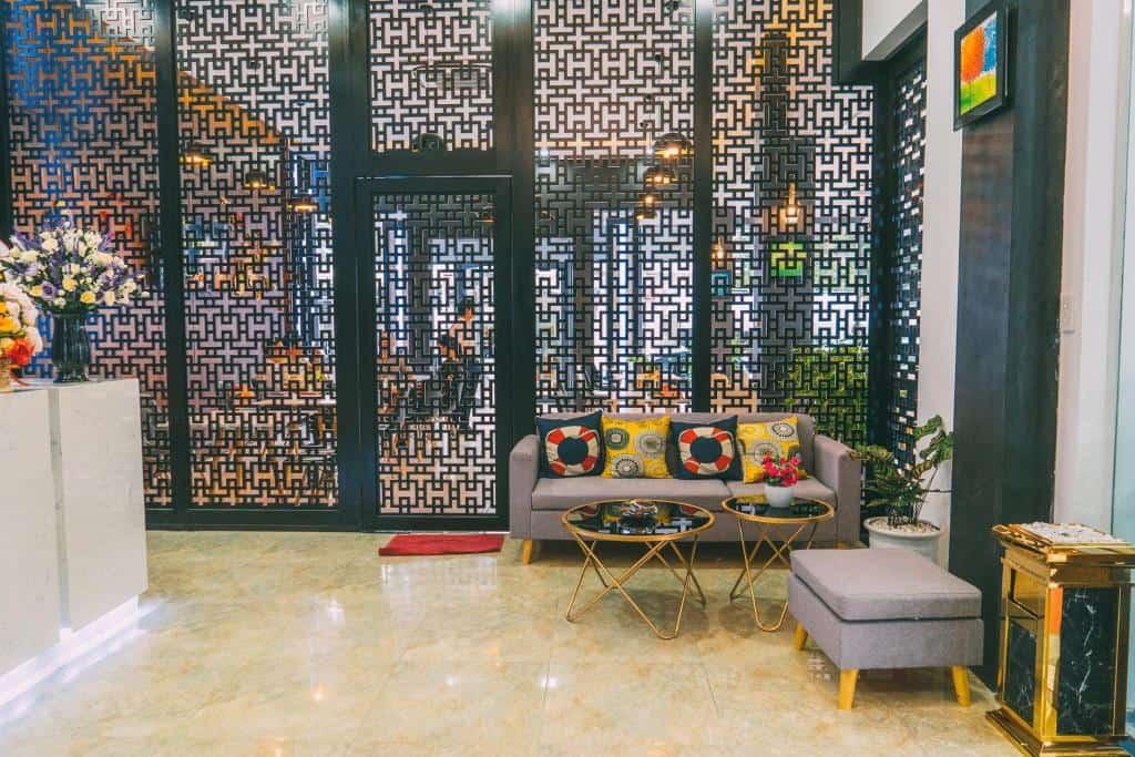 Sảnh chờ với thiết kế hiện đại của Bamboo Hotel