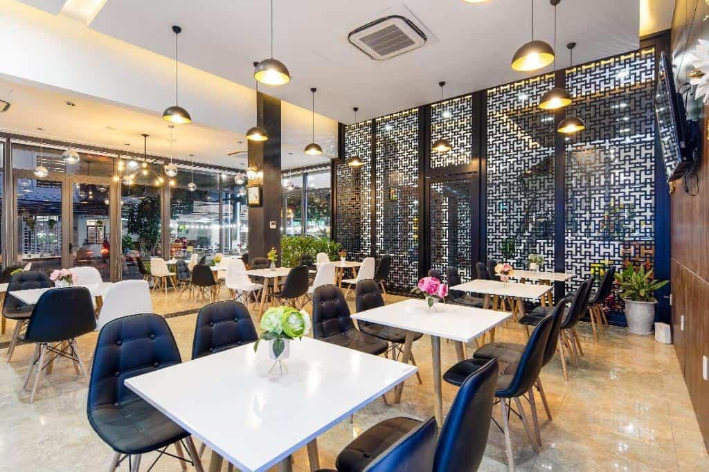 Khu nhà hàng sang trọng của Bamboo Hotel