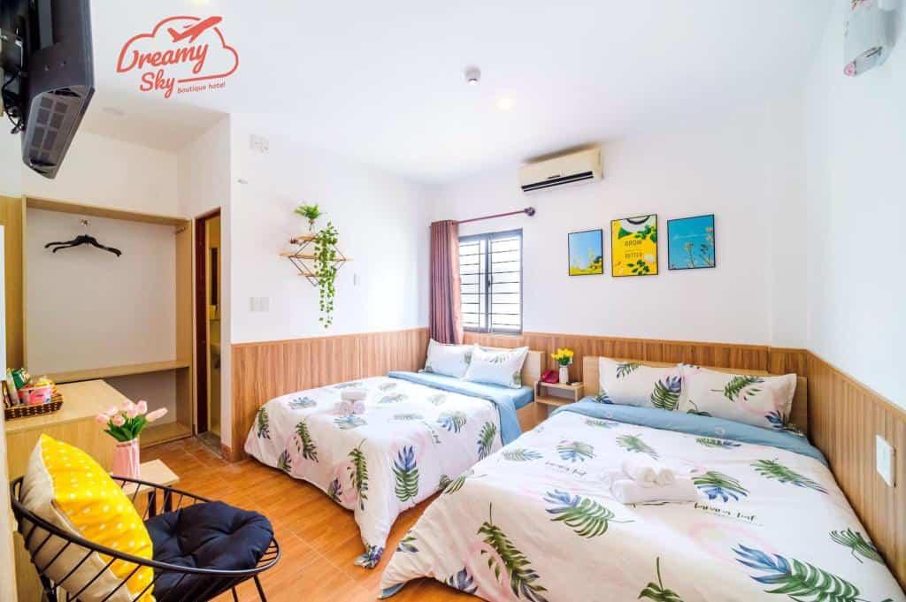 Căn phòng giường đôi được trang trí vui nhộn của Dream Sky