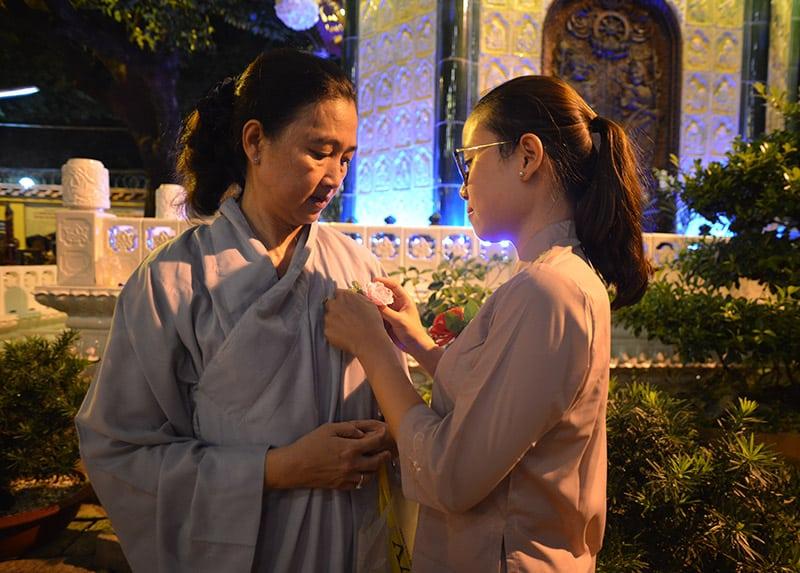 Du lịch cùng gia đình và cùng nhau đi lễ chùa ngày Vu Lan Báo Hiếu - Nguồn ảnh: Internet