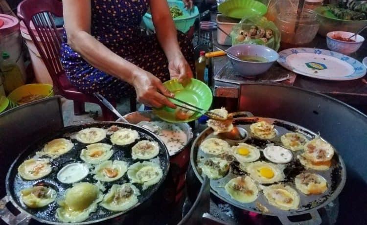Các món ăn ngon nức tiếng ở Quy Nhơn đều có ở phố ẩm thực Ngô Văn Sở - Nguồn ảnh: Internet