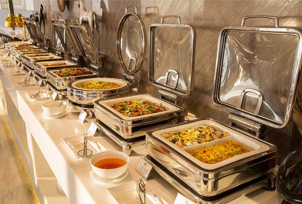 Những món ăn đầy màu sắc và hấp dẫn luôn sẵn sàng phục vụ thực khách