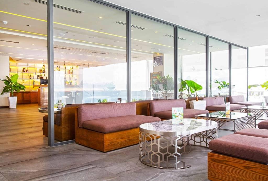 Lobby Bar với không gian hiện đại để du khách nghỉ ngơi, trò chuyện cùng người thân, bạn bè