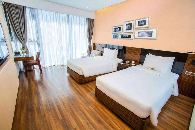Không gian phòng nghỉ với nội thất tiện nghi - Phòng Grand Deluxe King