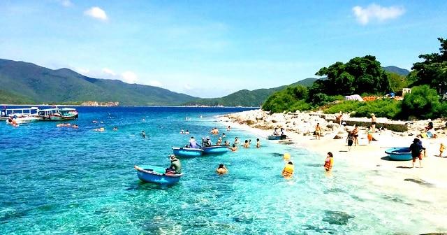 Du lịch Nha Trang tháng 7 thời tiết vô cùng thuận lợi để bạn khám phá hết vẻ đẹp của nơi này