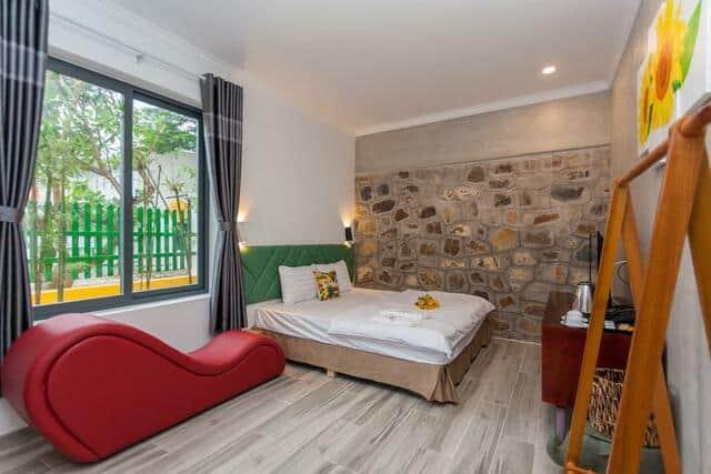 Phòng nghỉ đầy đủ tiện nghi với ghế tình yêu tantra