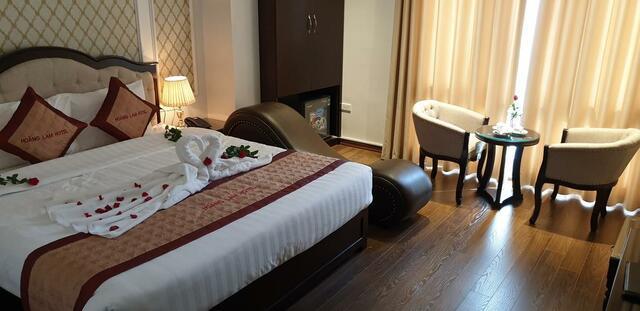 Phòng nghỉ với ghế tình yêu được chuẩn bị riêng cho các cặp đôi