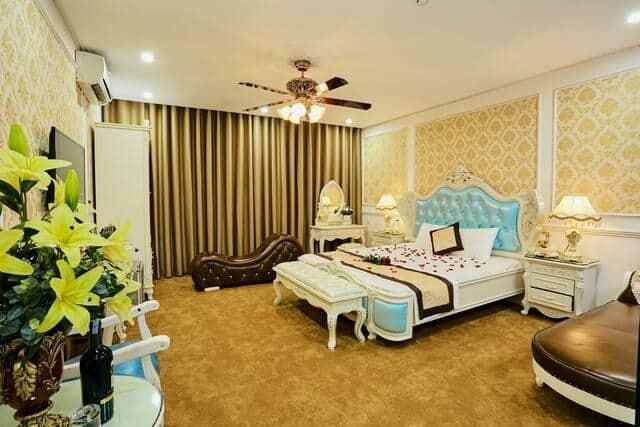 Phòng nghỉ theo phong cách hoàng gia sang trọng và ghế tantra được cung cấp