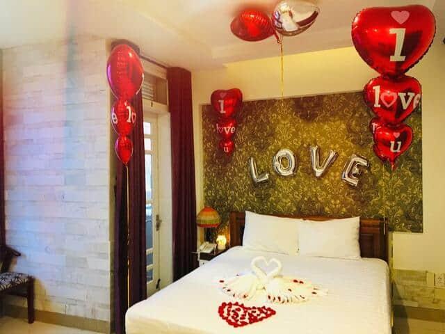 Phòng nghỉ trang trí đầy màu sắc dành cho các cặp đôi khi nghỉ lại