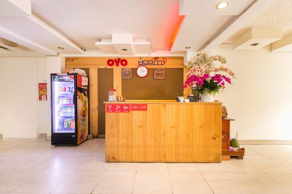 Khu vực lễ tân với trang trí mới mẻ của khách Sạn Oyo 625 Hoa My